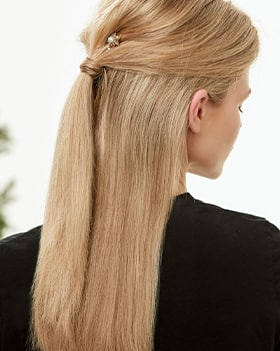 ENUKHAIRSTYLES_CAROUSEL_4_PERFECT_PARTY_LOOK_ON_THE_GO.jpg
