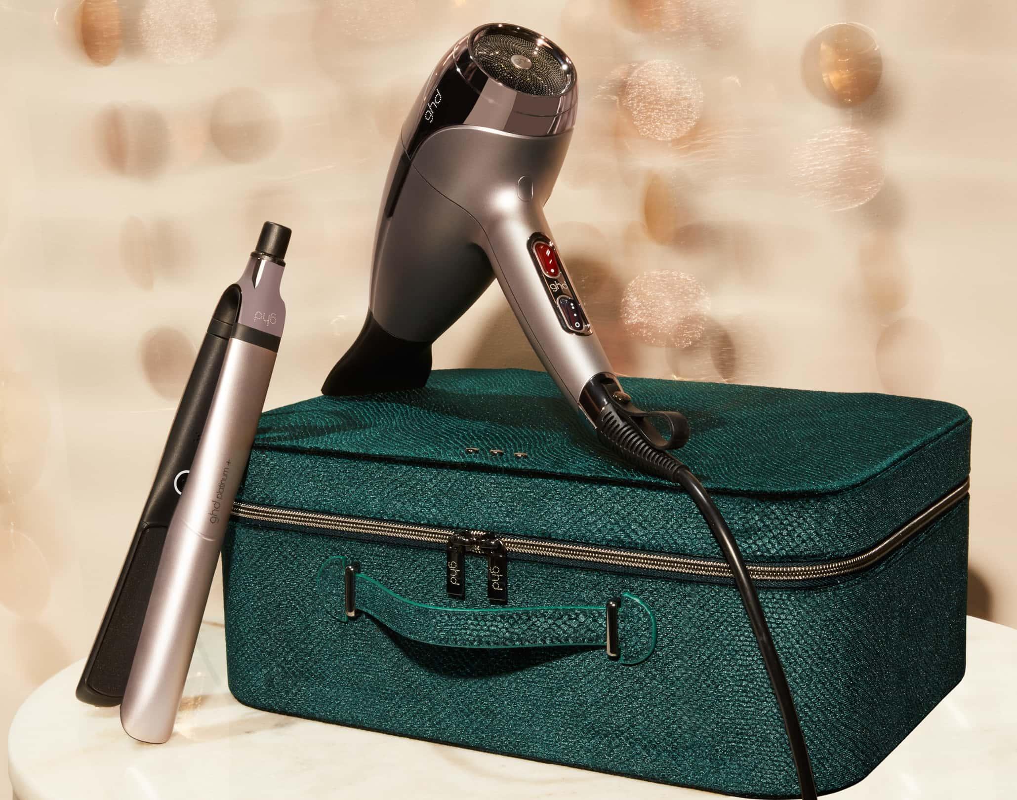 ghd helios® Haartrockner und ghd platinum+ Glätteisen in einem warmen Zinnton mit dunkelgrünem Etui