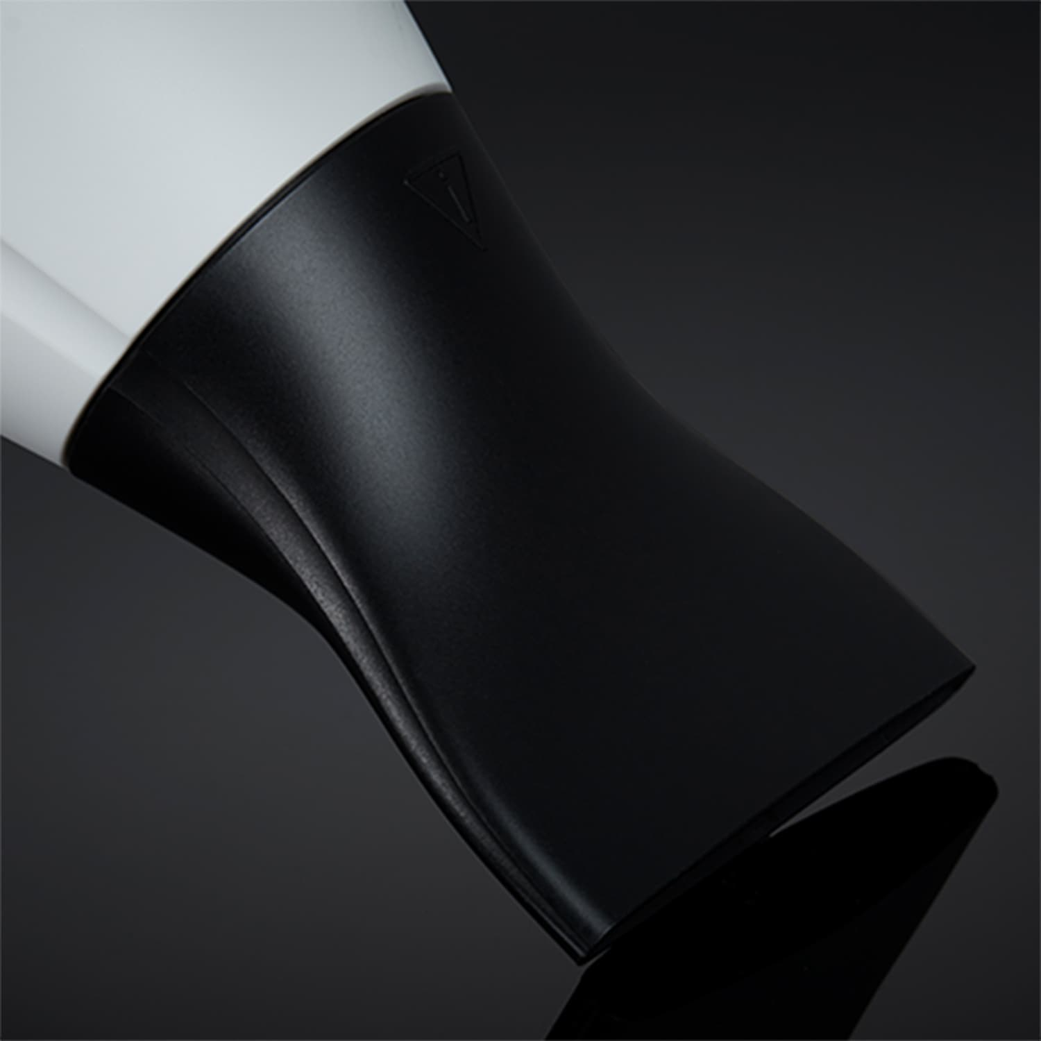 ghd helios hair dryer in white nozzle image