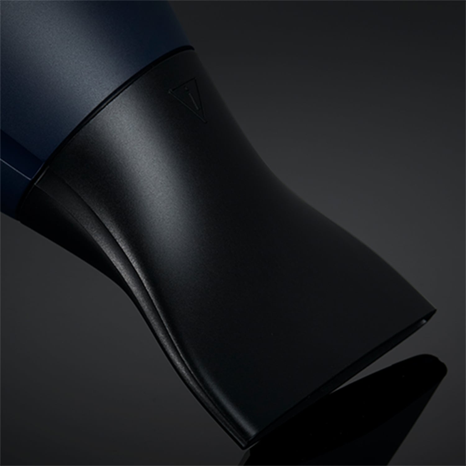 ghd helios hair dryer in navy nozzle image